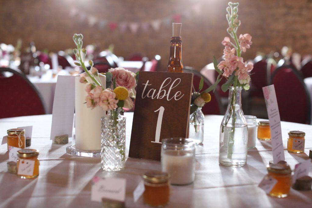 numéros de table en bois et vinyle